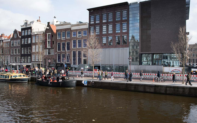 Koning Willem-Alexander opent vernieuwde Anne Frank Huis