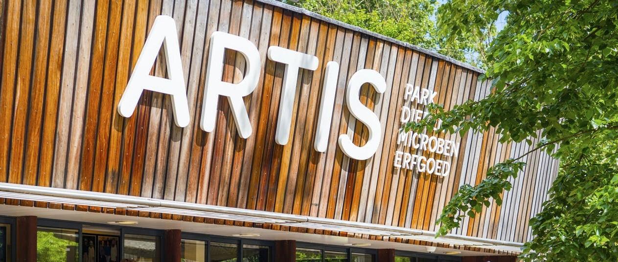 Viering 80e verjaardag Tom Knoflook in ARTIS zeer geslaagd